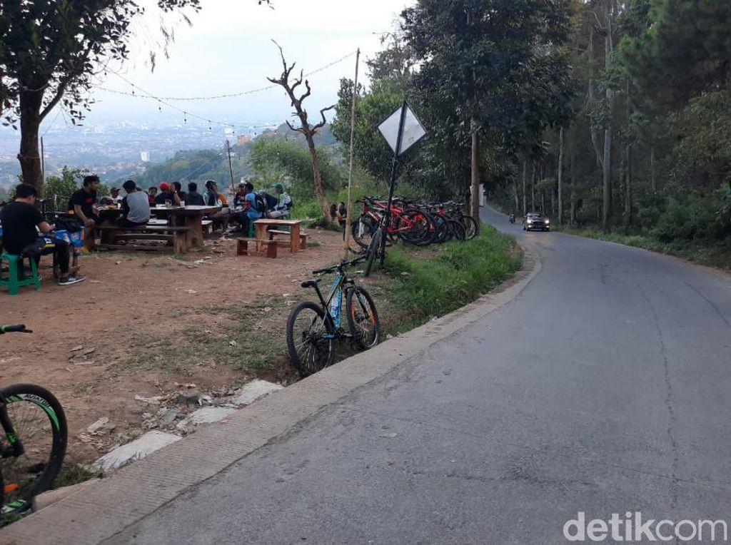 Potret Warung Nangka, Destinasi Gowes di Dago Atas Bandung