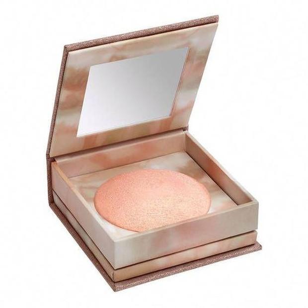 Shimmering Powder memiliki efek yang mengkilat