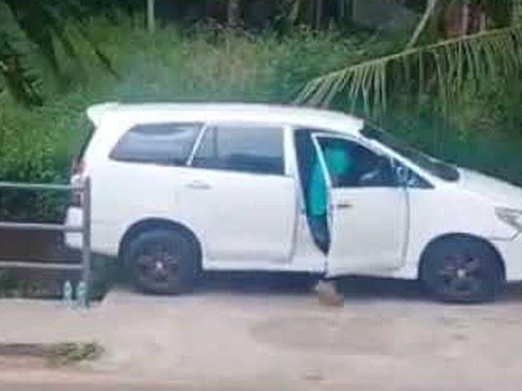 Pantas Jago, Sopir Innova yang Parkir di Tempat Sempit Bukan Kaleng-kaleng