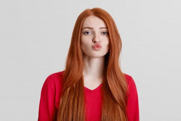 Sulam bibir belakangan ini menjadi salah satu treatment kecantikan yang digemari para wanita.