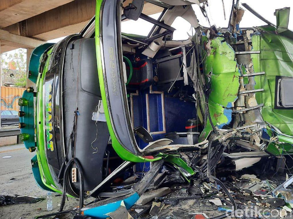 Bus Tabrak Dua Kendaraan di Tol Cipali, 2 Orang Tewas