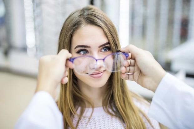 Mata minus tidak dapat disembuhkan dengan obat-obatan melainkan dengan prosedur operasi