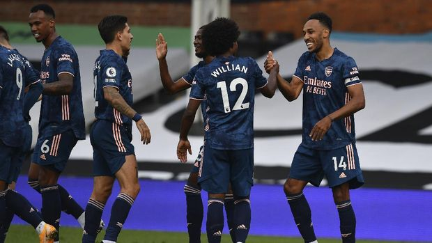 Arsenal's Pierre-Emerick Aubameyang, right, is cheered by teammates after scoring during the English Premier League soccer match between Fulham and Arsenal in London, Saturday, Sept. 12, 2020. (Ben Stansall/Pool via AP)
