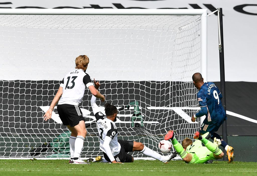 LONDON, ENGLAND - SEPTEMBER 12: Alexandre Lacazette of Arsenal scores his team's first goal past Marek Rodak of Fulham during the Premier League match between Fulham and Arsenal at Craven Cottage on September 12, 2020 in London, England. (Photo by Ben Stansall - Pool/Getty Images)