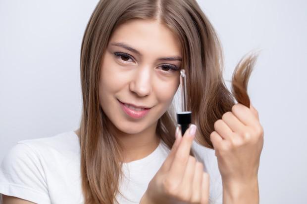 merawat rambut menjadi bagian penting untuk membuatnya tetap sehat