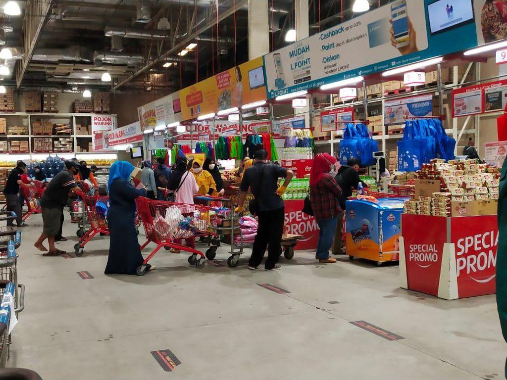 Jelang PSBB Jakarta, Begini Kondisi Supermarket di Akhir Pekan