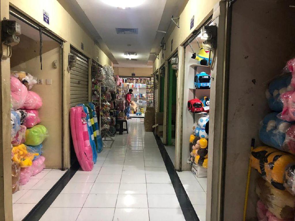 Digusur Proyek Tol Becakayu, Pedagang Mainan Pasar Gembrong Sepi Pembeli