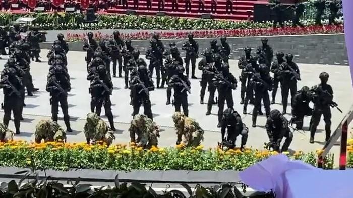 Pasukan khusus Rajawali BIN.