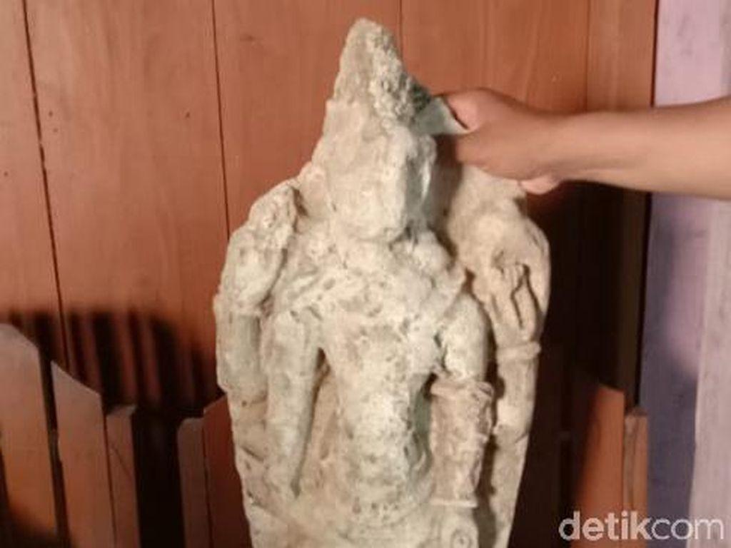 Pencari Batu Temukan 3 Arca di Hutan Jati Grobogan