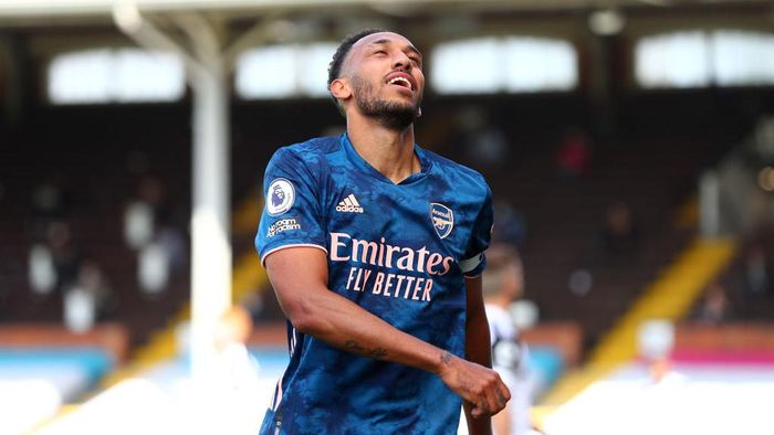 LONDON, ENGLAND - SEPTEMBER 12: Pierre-Emerick Aubameyang of Arsenal reacts during the Premier League match between Fulham and Arsenal at Craven Cottage on September 12, 2020 in London, England. (Photo by Clive Rose/Getty Images)