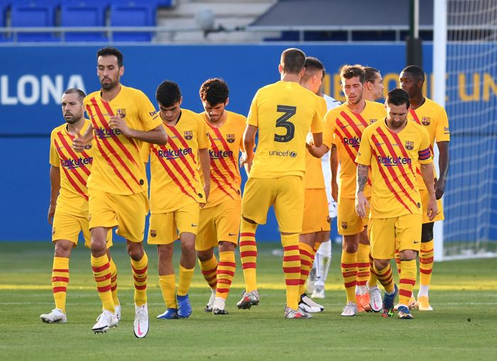 BARCELONA, SPAIN - SEPTEMBER 12: Antoine Griezmann of FC Barcelona celebrates with teammates after scoring his teams second goal during the during the pre-season friendly match between FC Barcelona and Gimnastic de Tarragona at Estadi Johan Cruyff on September 12, 2020 in Barcelona, Spain. (Photo by David Ramos/Getty Images)