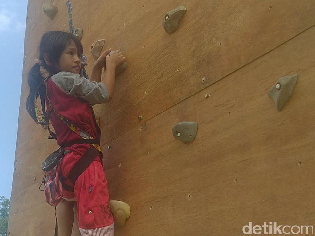 Adelia Spiderman Cilik dari Pekalongan Kini Dilatih Panjat Tebing