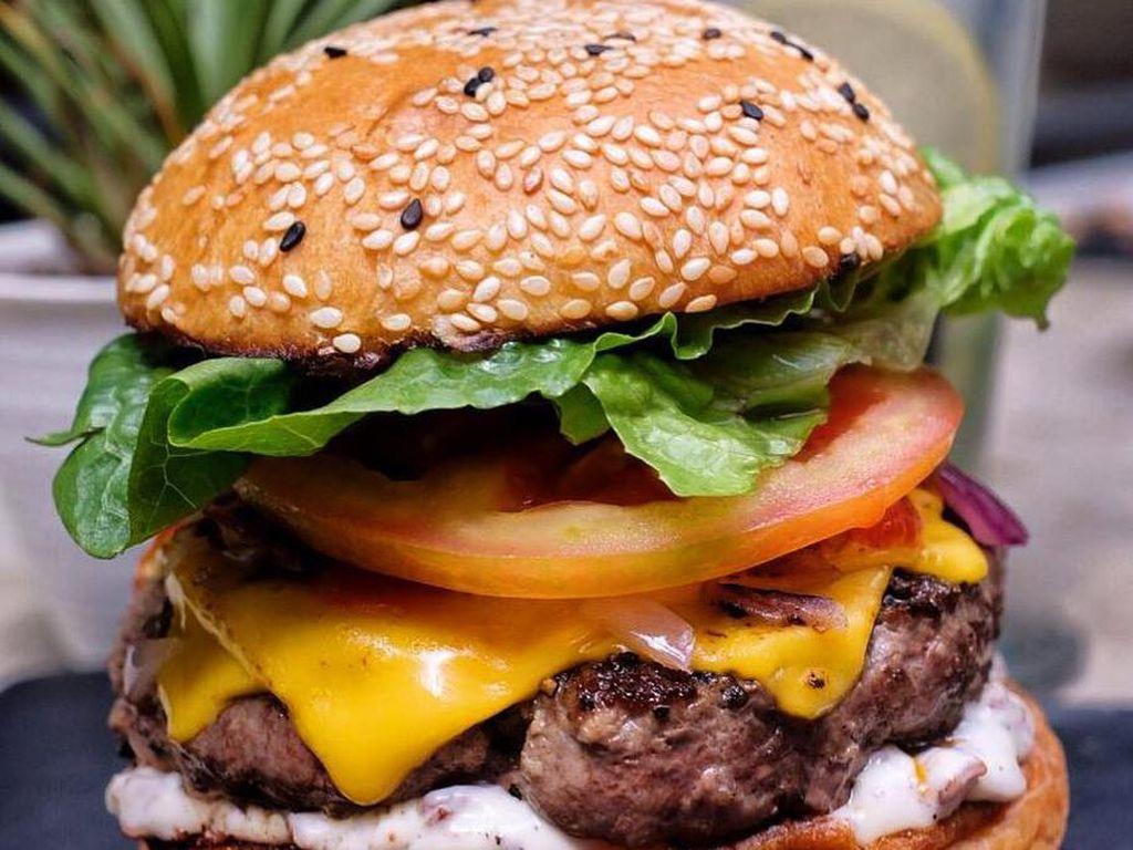 Yummy! Burger Tebal Berlimpah Isian Ada di 5 Tempat Ini