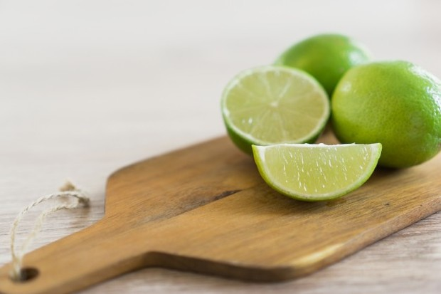 cara praktis menurunkan berat badan tanpa olahraga, minum air jeruk nipis
