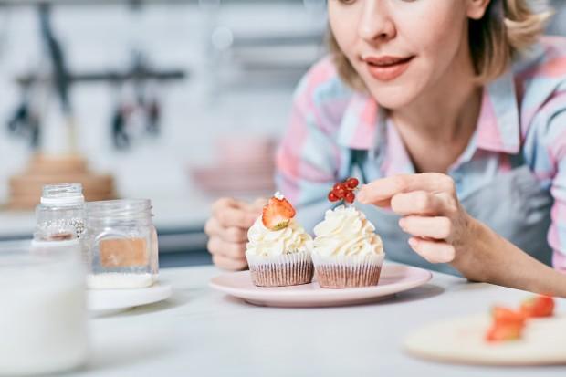 cara praktis menurunkan berat badan tanpa olahraga, makan dengan piring kecil