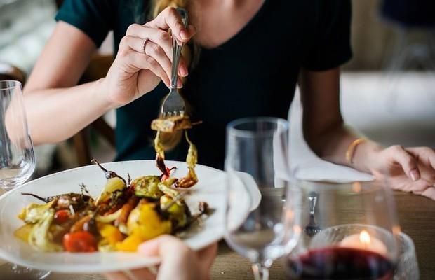 cara praktis menurunkan berat badan tanpa olahraga, kunyah makanan pelan-pelan