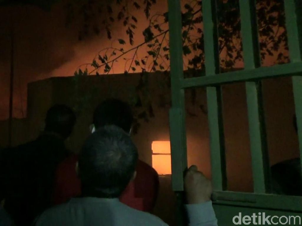 Dua Gudang Mebel dan Dua Rumah Terbakar, Kerugian Diperkirakan Rp 1 Miliar
