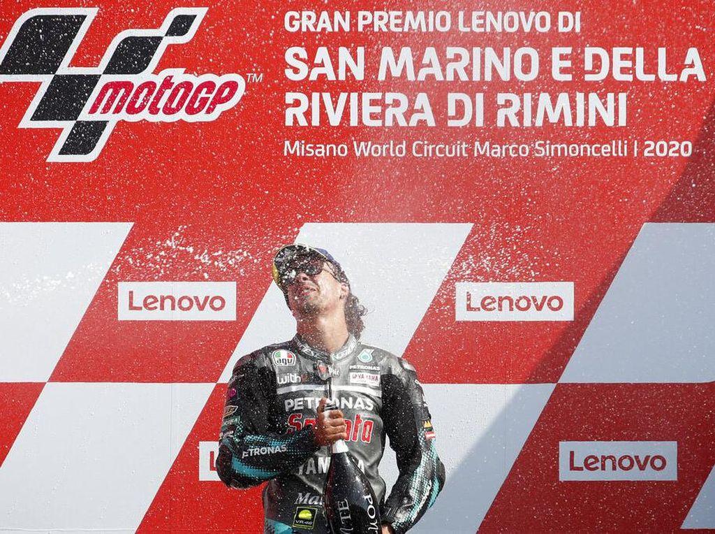 Momen Valentino Rossi Kasih Selamat ke Franco Morbidelli