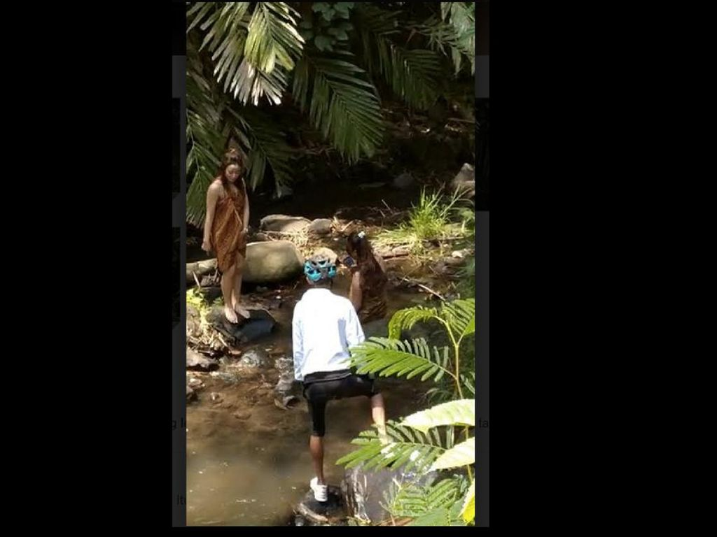 Gimmick Kontroversial Wanita Pakai Kemben di Jalur Gowes Gadis Desa