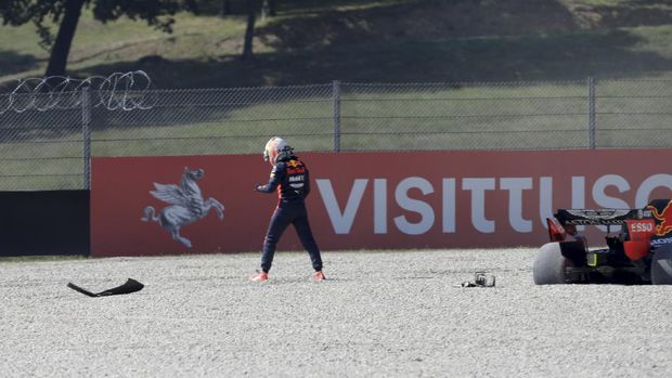 Red Bull driver Max Verstappen of the Netherlands stands next to his car following a crash during the Formula One Grand Prix of Tuscany, at the Mugello circuit in Scarperia, Italy, Sunday, Sept. 13, 2020. (AP Photo/Luca Bruno, Pool)