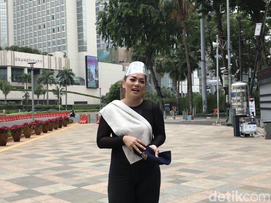 Ampun! Jenny Cortez Jalan Kaki Bekasi-Bundaran HI karena Kalah Main Game