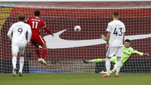 Liverpool's Mohamed Salah, second from left, scores his side's first goal on a penalty kick during the English Premier League soccer match between Liverpool and Leeds United, at the Anfield stadium, in Liverpool, Saturday, Sept. 12, 2020. (Phil Noble, Pool via AP)