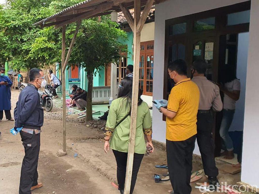 Sempat Menolak, Keluarga Pasien Positif COVID-19 di Probolinggo Akhirnya Diisolasi