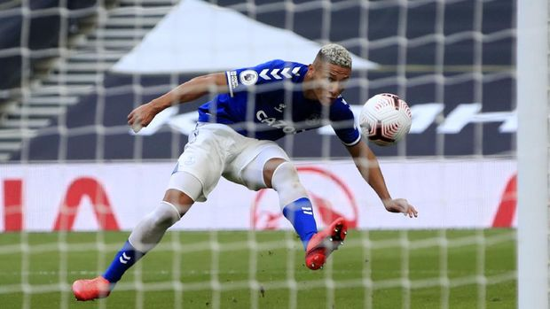 Everton's Richarlison kicks the ball during the English Premier League soccer match between Tottenham Hotspur and Everton at the Tottenham Hotspur Stadium in London, Sunday, Sept. 13, 2020. (Adam Davy/Pool via AP)