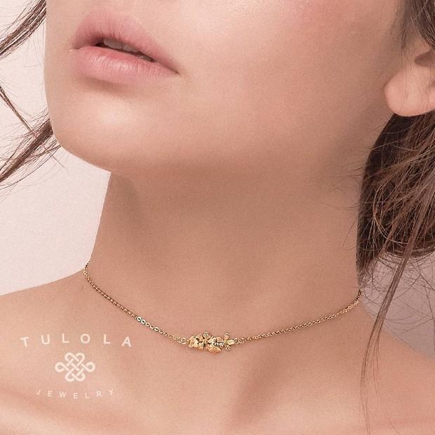 Koleksi foto produk dari brand aksesoris Tulola Designs milik Happy Salma.