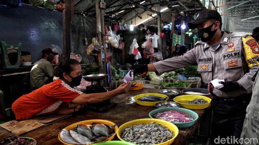 Operasi Tertib Masker Sasar Pasar Muara Angke