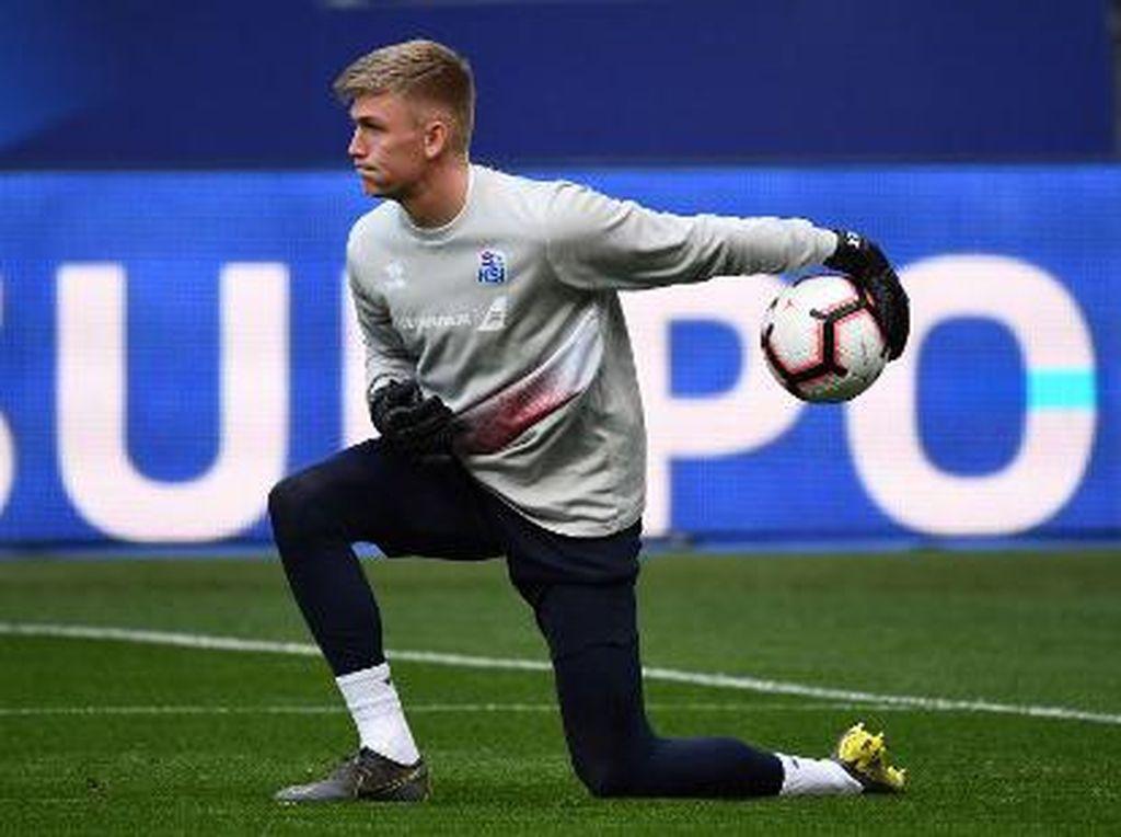 Martinez Dilepas ke Villa, Arsenal Incar Kiper Islandia Ini