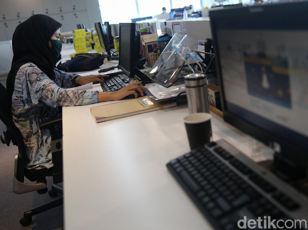 KSP Tegaskan UU Cipta Kerja Tak Atur Karyawan Kontrak Seumur Hidup