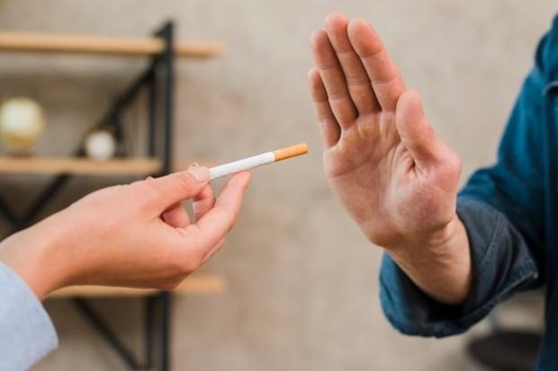 Ingat bahwa merokok akan merusak tubuhmu dan jika kamu berhasil berhenti, itu artinya kamu melindungi dirimu sendiri.