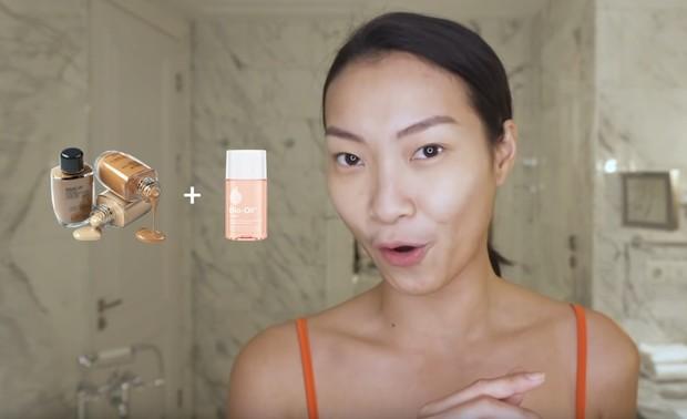 Mencampurkan bio oil dan foundation bisa membuat makeup jadi glowing