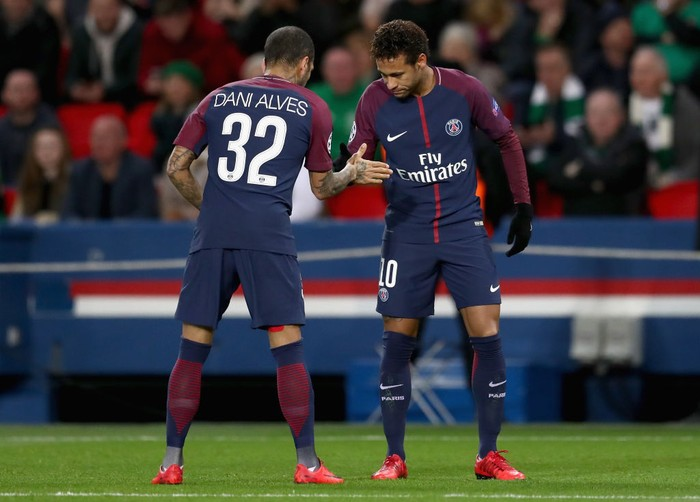PARIS, FRANCE - NOVEMBER 22:  Neymar (R) of PSG celebrates scoring his teams first goal with Dani Alves during the UEFA Champions League group B match between Paris Saint-Germain and Celtic FC at Parc des Princes on November 22, 2017 in Paris, France.  (Photo by Catherine Ivill/Getty Images)