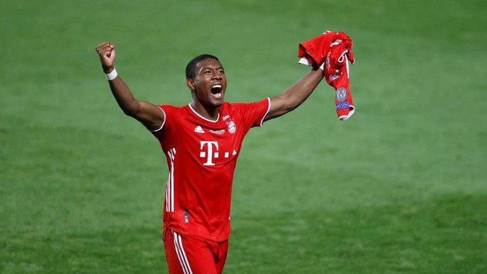 LISBON, PORTUGAL - AUGUST 23: David Alaba of FC Bayern Munich celebrates following his teams victory in the UEFA Champions League Final match between Paris Saint-Germain and Bayern Munich at Estadio do Sport Lisboa e Benfica on August 23, 2020 in Lisbon, Portugal. (Photo by Matt Childs/Pool via Getty Images)