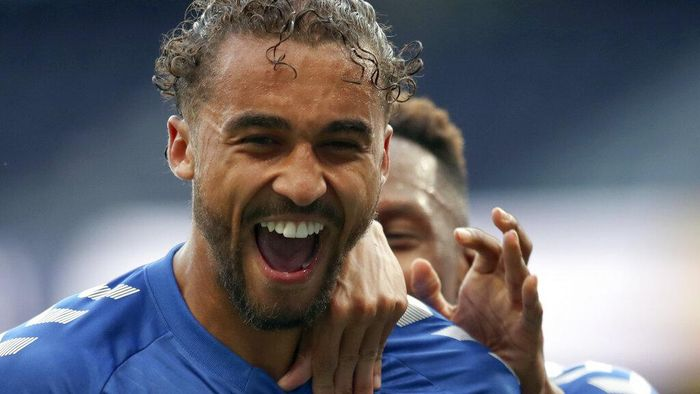 Evertons Dominic Calvert-Lewin, front, celebrates with teammates after scoring his sides opening goal during the English Premier League soccer match between Tottenham Hotspur and Everton at the Tottenham Hotspur Stadium in London, Sunday, Sept. 13, 2020. (Alex Pantling/Pool via AP)