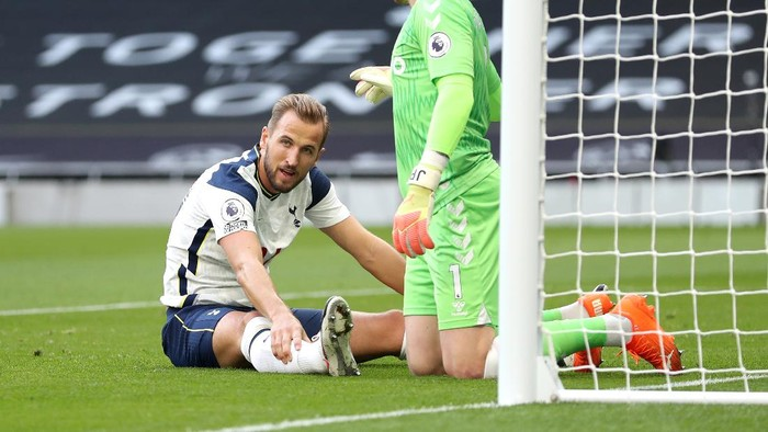 LONDON, ENGLAND - SEPTEMBER 13: Harry Kane of Tottenham Hotspur reacts during the Premier League match between Tottenham Hotspur and Everton at Tottenham Hotspur Stadium on September 13, 2020 in London, England. (Photo by Catherine Ivill/Getty Images)