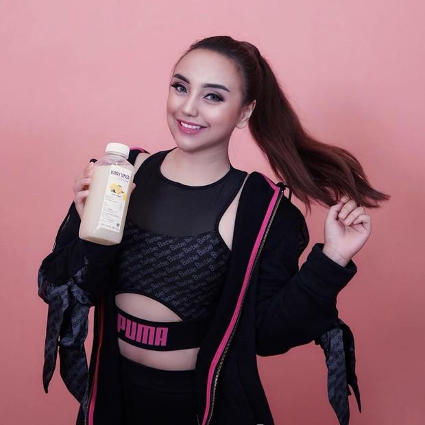 Salmafina Sunan memiliki bisnis minuman kemasan bernama Bunny Lemon by Salma Sunan.