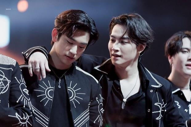 Pertama kali bertemu di audisi JYP Entertainment membuat Jinyoung dan JB menjadi dekat, keduanya pun menempati posisi pertama dari 10 ribu orang yang mengikuti audisi.