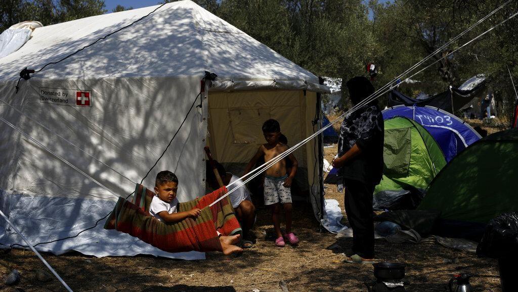 Migran Yunani Dipindah ke Kamp Sementara Pasca Kebakaran