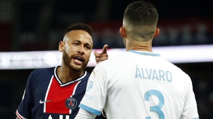 Neymar dan Alvaro Gonzalez