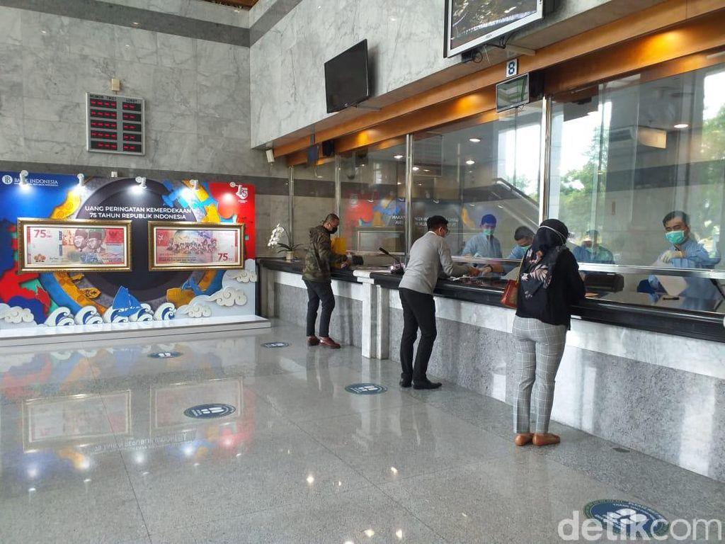 Penukaran Uang Rp 75.000 Jalan Terus saat PSBB Jakarta Diperketat