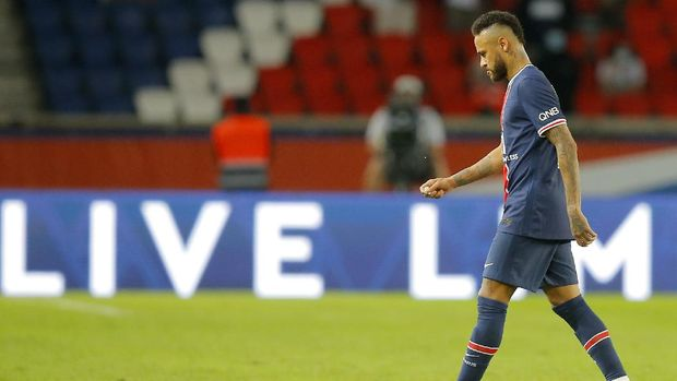 PSG???s Neymar leaves the pitch after getting a red card during the French League One soccer match between Paris Saint-Germain and Marseille at the Parc des Princes in Paris, France, Sunday, Sept.13, 2020. (AP Photo/Michel Euler)