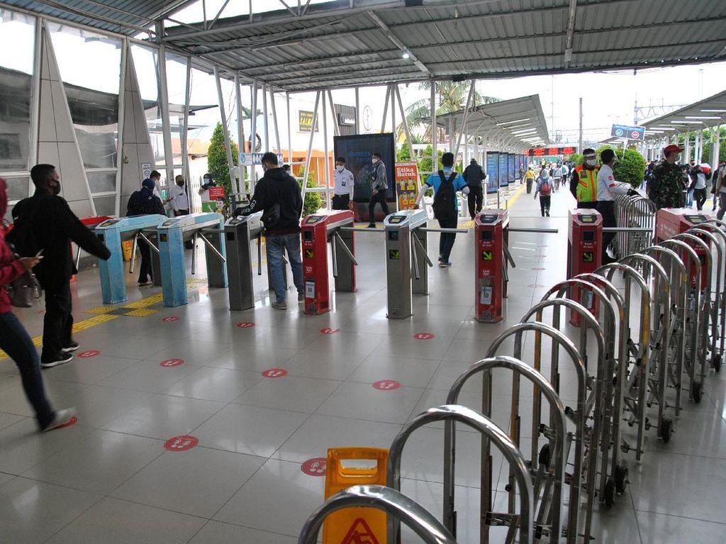 Stasiun Bogor Lengang di Hari Pertama PSBB Total Jakarta