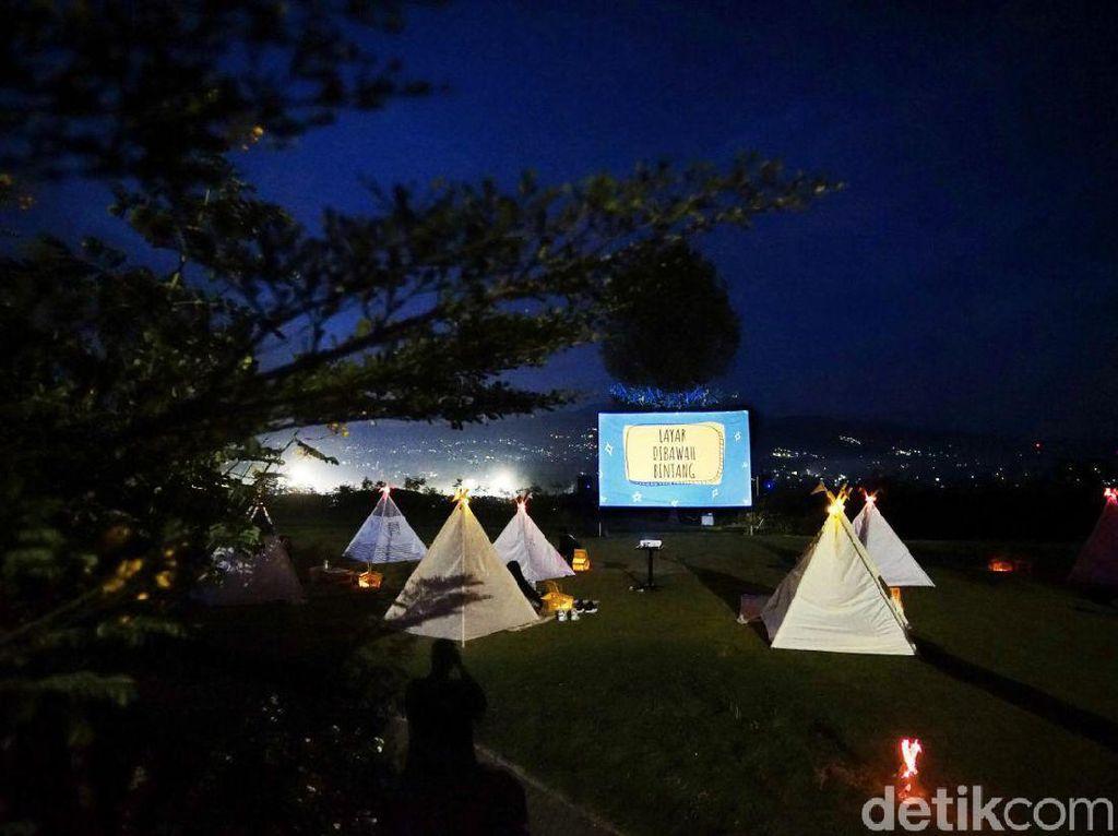 Syahdunya Nonton Film dalam Tenda di Bawah Taburan Bintang