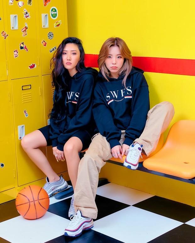 Karena keduanya sangat dekat, mereka pun mengikuti audisi di perusahaan agensi yang sama dan mereka berhasil diterima oleh RBW Entertainment.