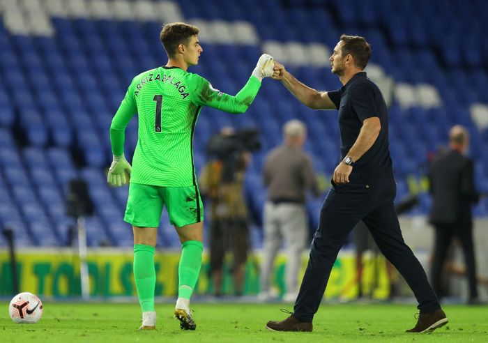 BRIGHTON, ENGLAND - SEPTEMBER 14: Frank Lampard, Manager of Chelsea fist bumps Kepa Arrizabalaga of Chelsea following the Premier League match between Brighton & Hove Albion and Chelsea at American Express Community Stadium on September 14, 2020 in Brighton, England. (Photo by Richard Heathcote/Getty Images)