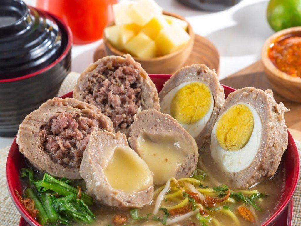 Mantul! Bakso Kepiting hingga Bakso Telur Asin Ada di Tangsel