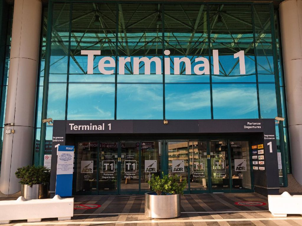 Bandara di Roma Diganjar Predikat Bandara Bintang Lima COVID-19